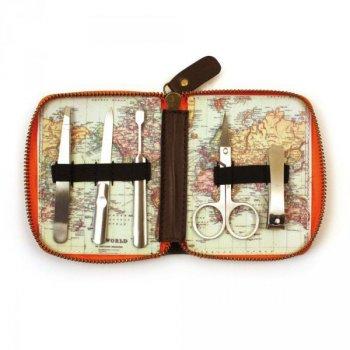 Cestovní manikúra s mapou světa